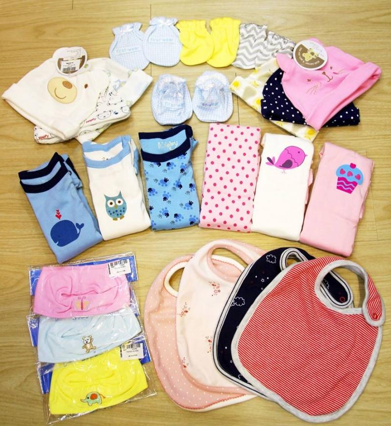 Những bộ quần áo là những món quà được các bà mẹ trẻ ưu tiên lựa chọn