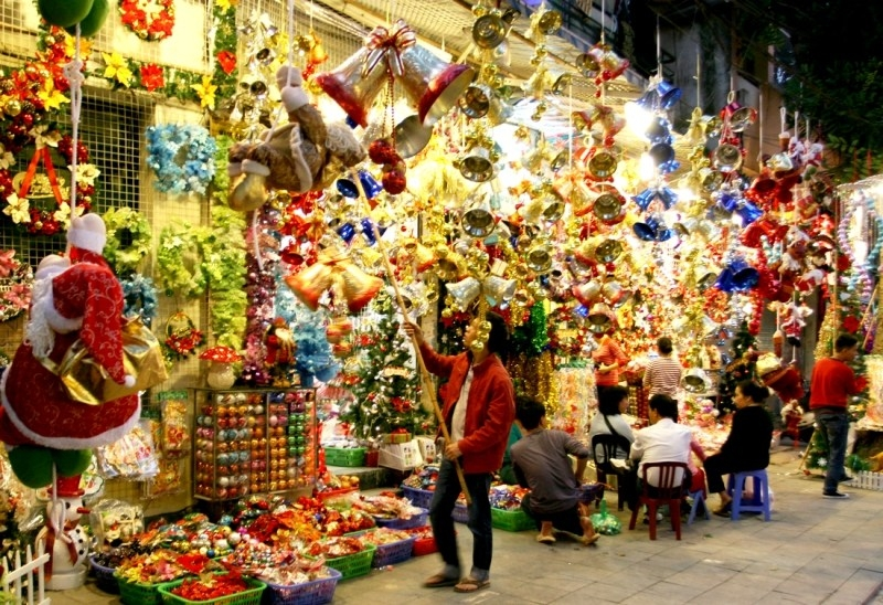 Phố hàng Mã thay da đổi thịt trong những ngày Noel