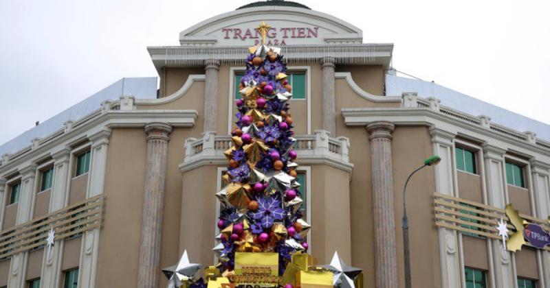 Hãy đến những trung tâm thương mại vào đêm Noel bạn nhé!