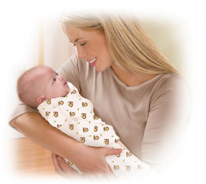 Hãy cười và trò chuyện với bé khi bế bé để bé nhận thức tốt hơn. Ảnh minh họa