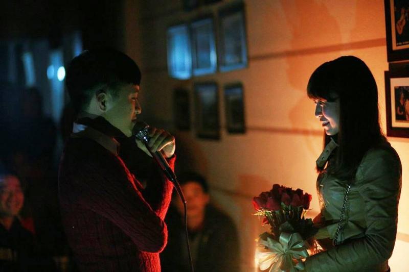 Cách cầu hôn với bóng tối