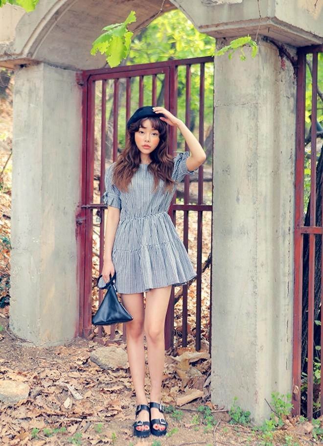 Váy ngắn giúp bạn khoe được đôi chân, khiến đôi chân bạn có vẻ dài hơn so với thực tế