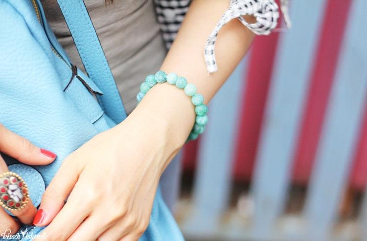 Vòng tay đá phong thủy với nhiều màu sắc sinh động và đa dạng sẽ giúp tôn lên đôi bàn tay xinh đẹp của bạn mỗi ngày.
