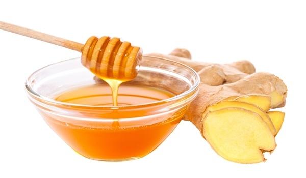 Sự kết hợp gừng với mật ong sẽ giúp bạn ngắt cơn ho nhanh chóng