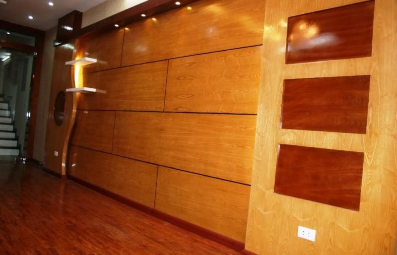 Cách làm sạch tường gỗ