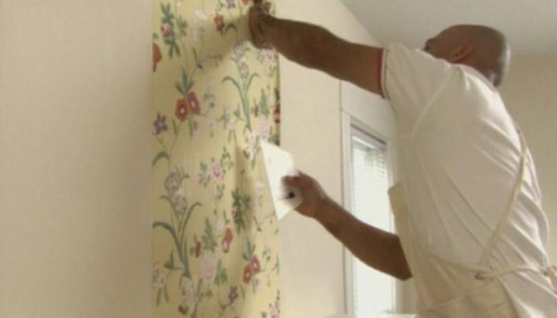 Cách làm sạch tường nhà có giấy dán tường