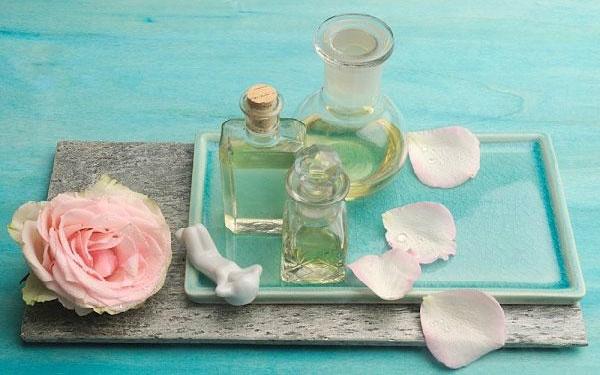 Sử dụng nước hoa hồng