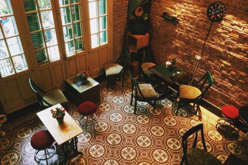 Loading T Café nằm ở tầng hai của căn biệt thự Pháp cổ.