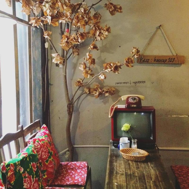 Cafe Bao Cấp là quán cà phê mang đậm phong cách của những năm 76 – 86.