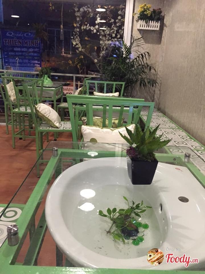 Cafe có bồn rửa mặt làm bàn