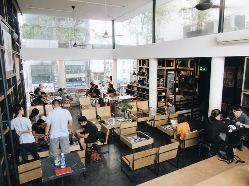 Không gian quán cà phê thoải mái và  yên tĩnh