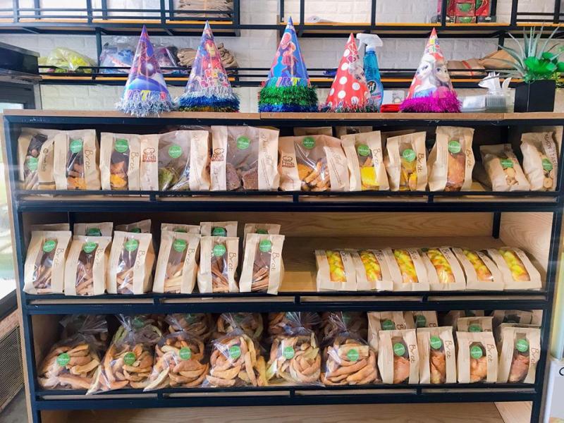 Các loại bánh khác như: bánh quy, bánh mì gối,...