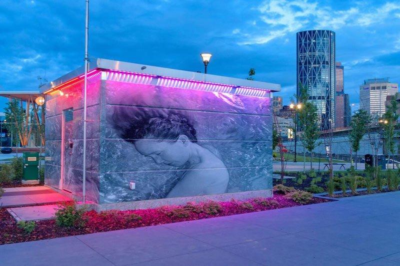 toilet ở Calgary, Canada