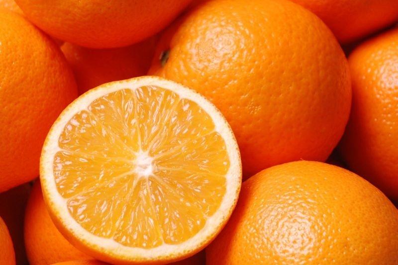 Những quả cam nhiều nước thường có vỏ mọng.
