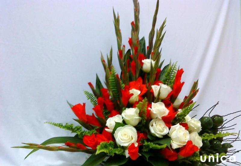 Cắm hoa hình chóp nón