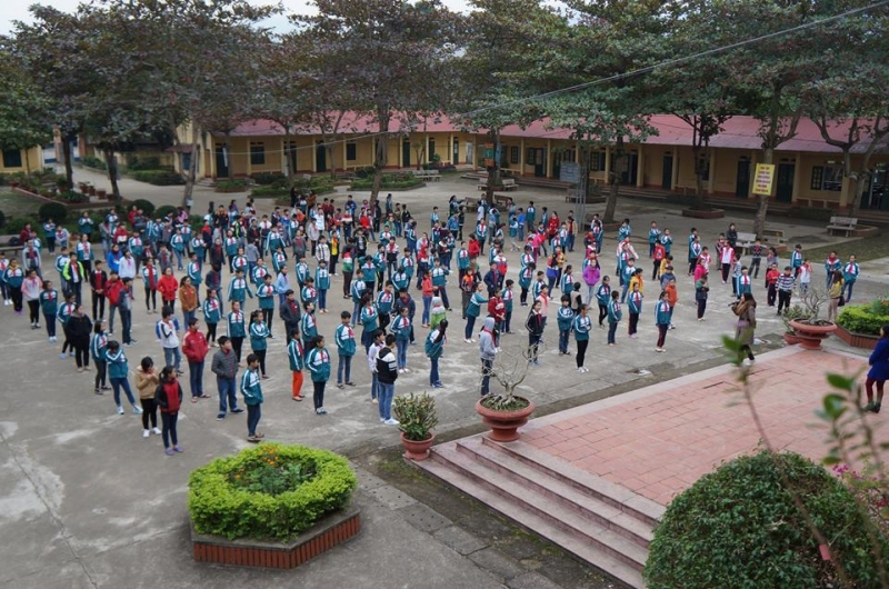 Ngôi trường tiểu học thân thương cùng thầy cô với bạn bè sẽ mãi mãi in đậm trong tâm trí tôi.