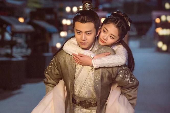 Thành công của Cẩm y chi hạ đã đưa tên tuổi bộ đôi diễn viên chính Nhậm Gia Luân và Đàm Tùng Vận phủ sóng mạnh mẽ.