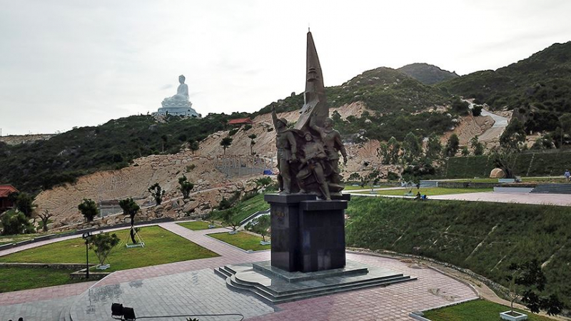 Tượng đài chiến thắng Núi Bà