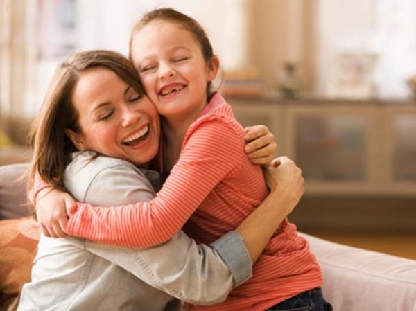 Hãy ôm con vào lòng và giải thích cho con hiểu tại sao bạn kỉ luật chúng.