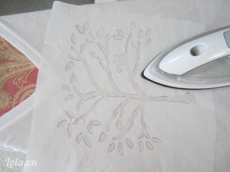 Cẩn thận khi ủi các chi tiết, hoa văn trên quần áo