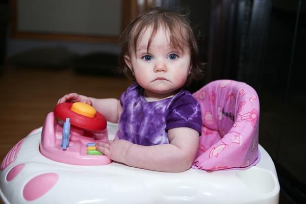 Năm 2004, Canada quyết định cấm sử dụng xe tập đi cho các em bé