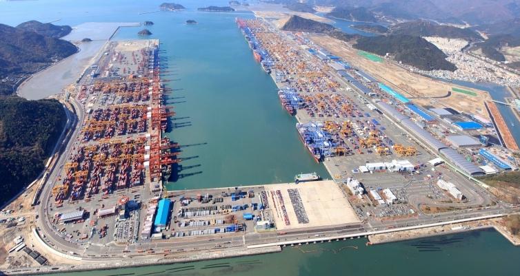 Cảng Busan lớn thứ năm trên thế giới