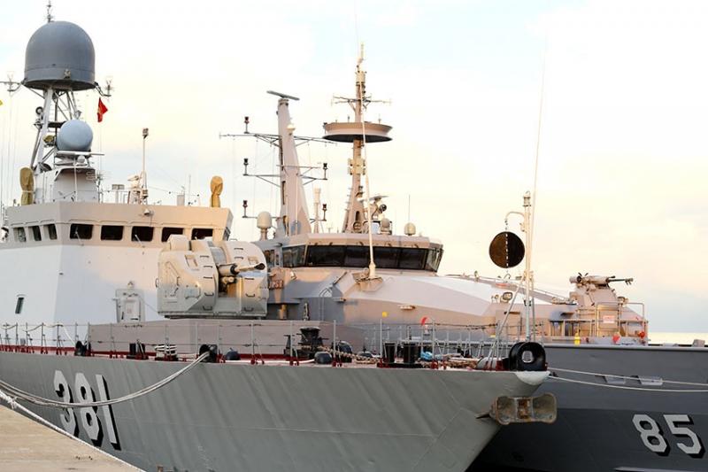 Tàu chiến các nước tập trung tại Cảng Muara