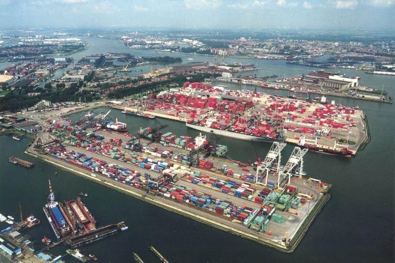 Cảng Rotterdam rất nhộn nhịp