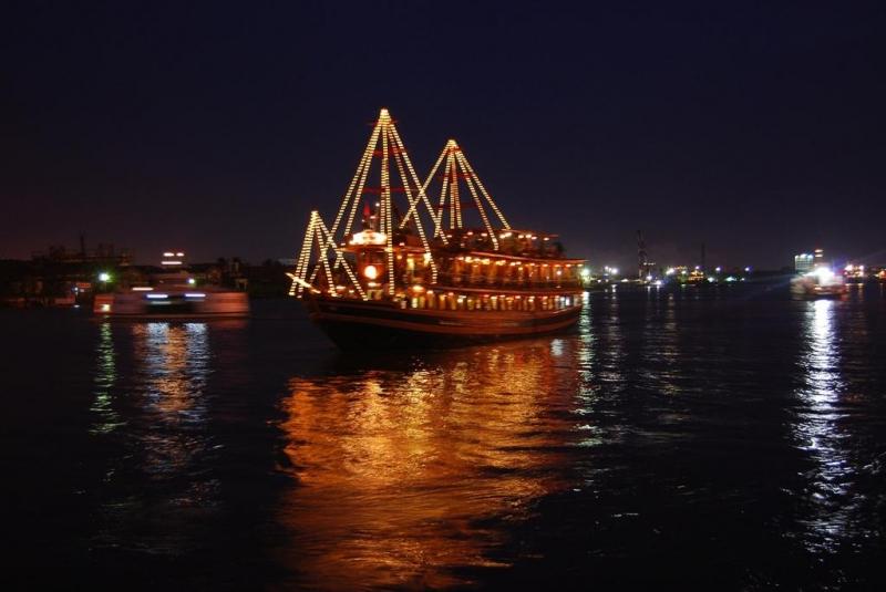 Cảng Sài Gòn lung linh với du thuyền sang trọng - Nguồn: Sưu tầm