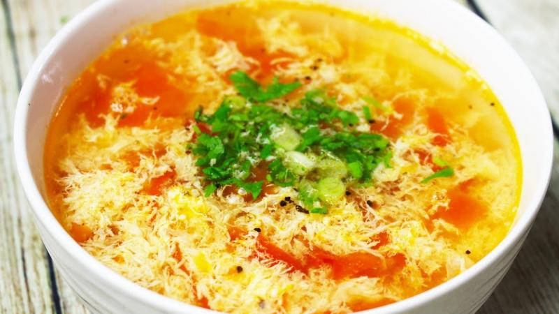 Canh cà chua trứng rất dễ chế biến