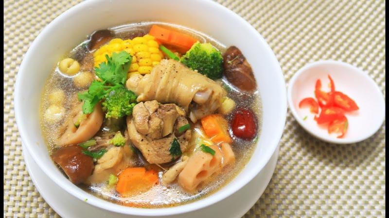 Canh nấm nấu với thịt gà