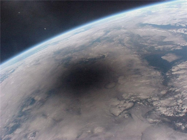 Nhật thực khi nhìn từ không gian