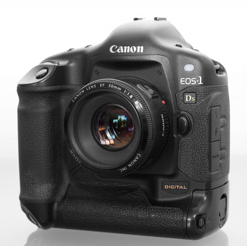 Canon EOS 1Ds - máy ảnh cảm biến full frame đầu tiên