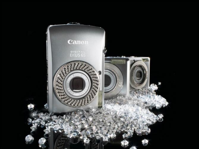 """Canon đã """"trình làng"""" phiên bản nạm kim cương đặc biệt của dòng máy IXUS"""