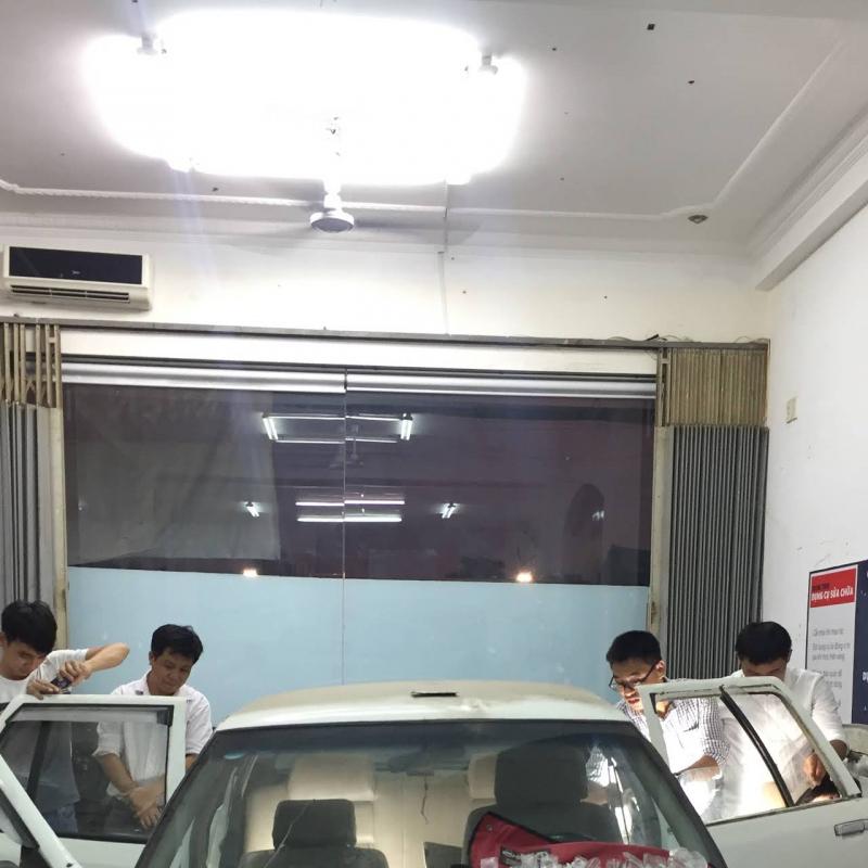 Học viên sửa xhuwxa ô tô tại iSpace.