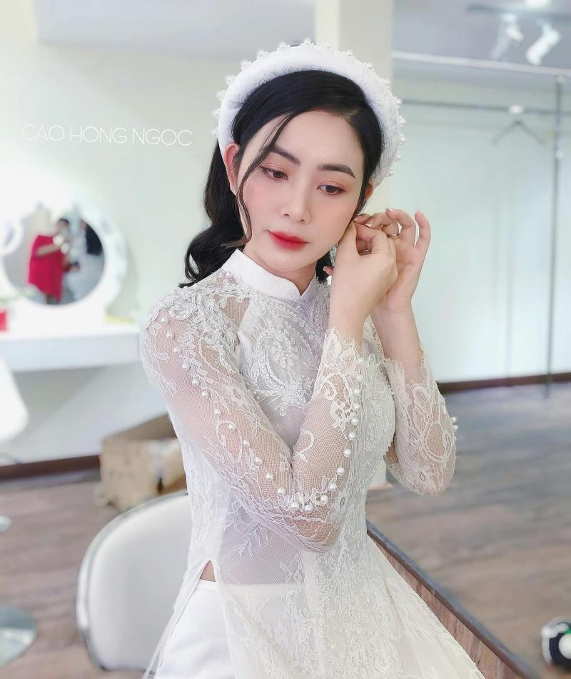Cao Hong Ngoc makeup