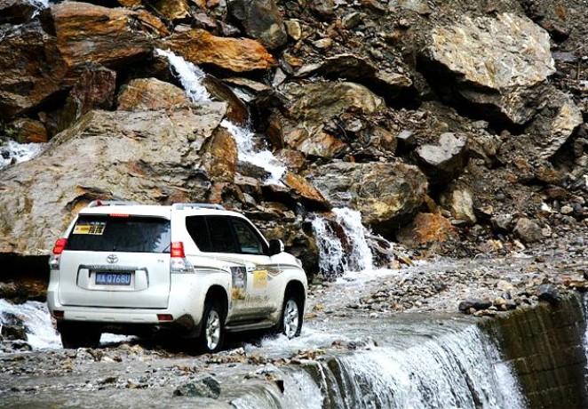 Cao tốc Tứ Xuyên - Tây Tạng có rất nhiều ca tử vong do tai nạn giao thông, lở đất, lở tuyết,... thường hay xảy ra