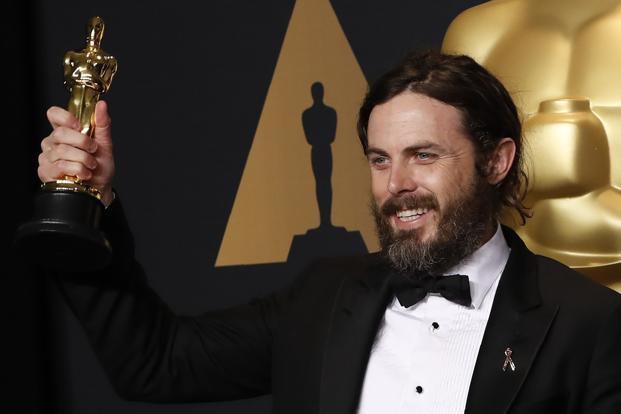 Casey Affleck nhận tượng vàng Oscar danh giá