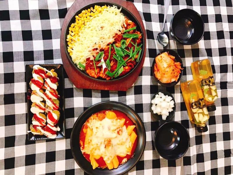 Các món ăn Hàn Quốc tại quán Cạp - Seafood rất phong phú và đa dạng
