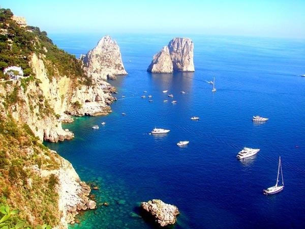 Đảo Capri nổi tiếng trên thế giới nhờ nhiều phong cảnh đẹp lạ thường