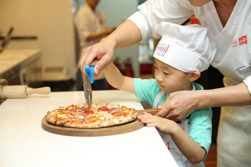 dạy làm bánh cho trẻ