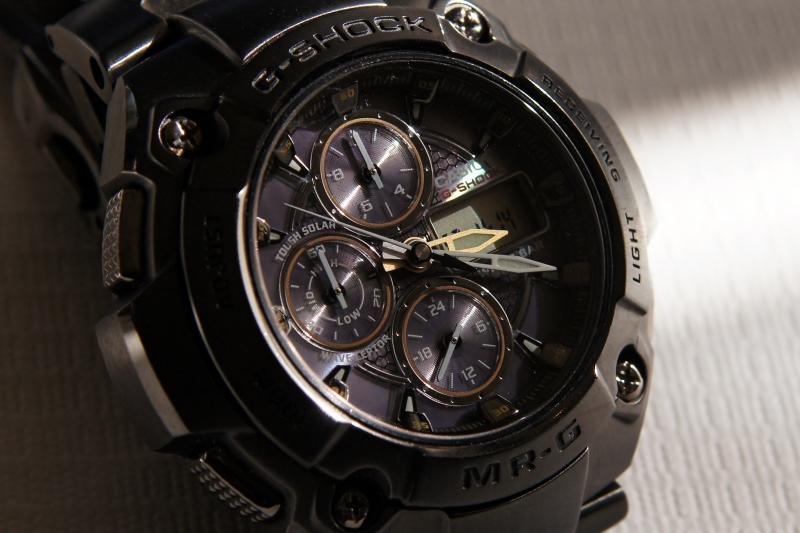 Casio G-Shock MR.G đang là dòng sản phẩm đắt nhất của hãng này, có khả năng chống trầy, xước và thấm nước hiệu quả. Độ chính xác về thời gian cũng đạt đến chất lượng tốt nhất. Hiên nay giá của chiếc đồng này khoảng 9000USD.