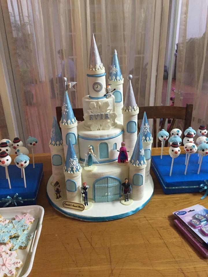 Bánh kem độc đáo hình lâu đài trong bộ phim hoạt hình Frozen