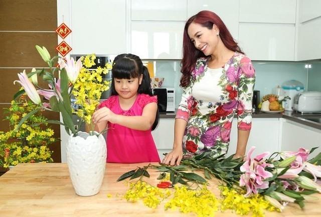 Cắt vát cành hoa khi cắm