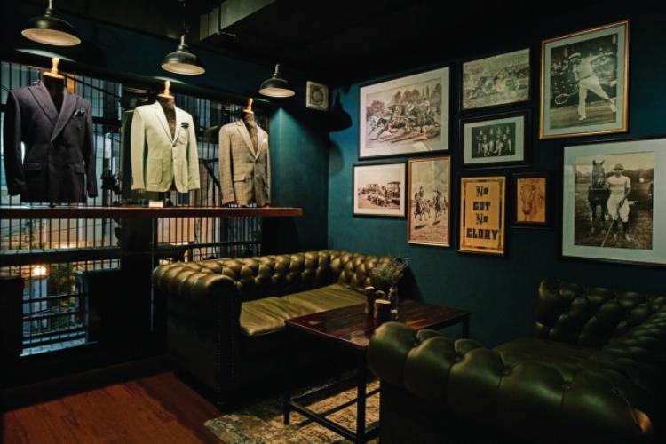 Khu vực lifestyle của Small Vacancy là nơi thể hiện phong cách sống qua nét đặc trưng của văn hóa nước Anh, khuyến khích quý ông chú trọng hơn vào vẻ bề ngoài thông qua trang phục suit và quan tâm đến các môn thể thao tốt cho sức khỏe như quần vợt, cưỡi ngựa.