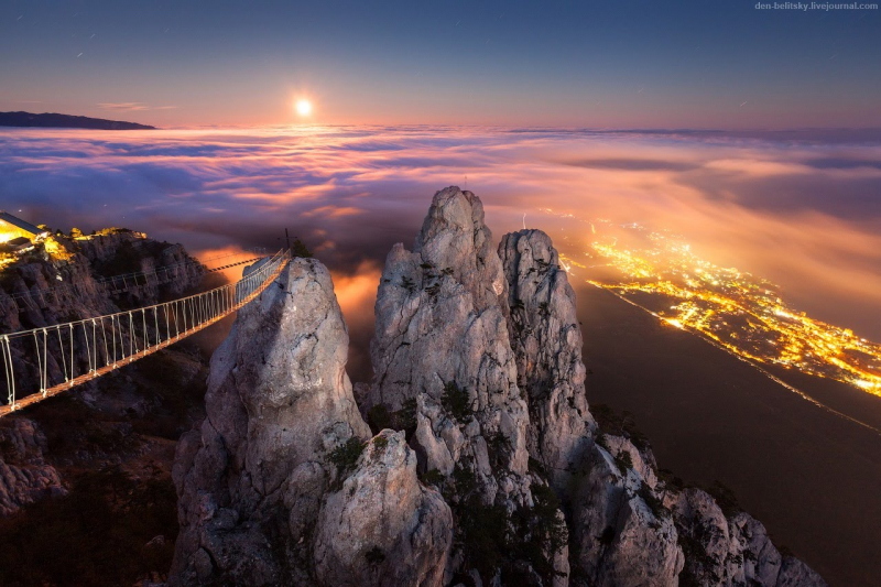 Cầu dây gỗ trên núi Ai-Petri, Crimea