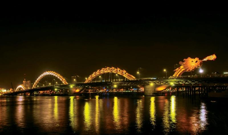 Cầu Hàm Rồng phun nước và lửa vào mỗi dịp cuối tuần