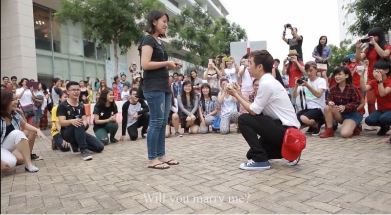 Màn cầu hôn bằng Flashmob.