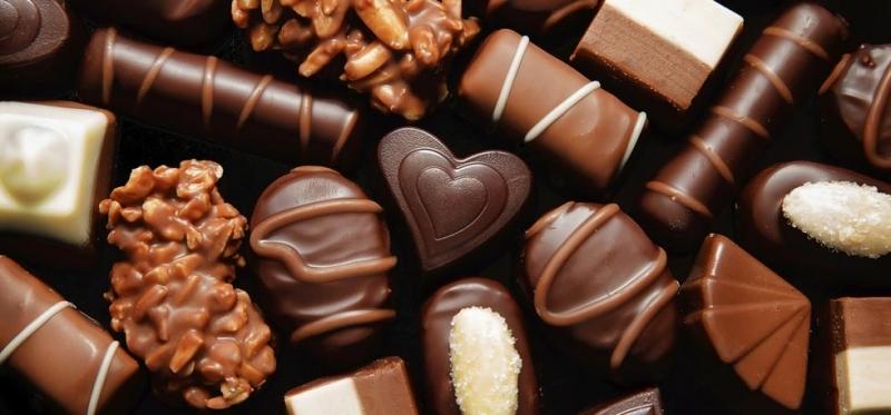 Cầu hôn cùng với chocolate