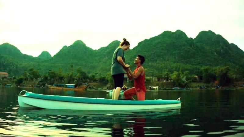 Cầu hôn trên một chiếc thuyền